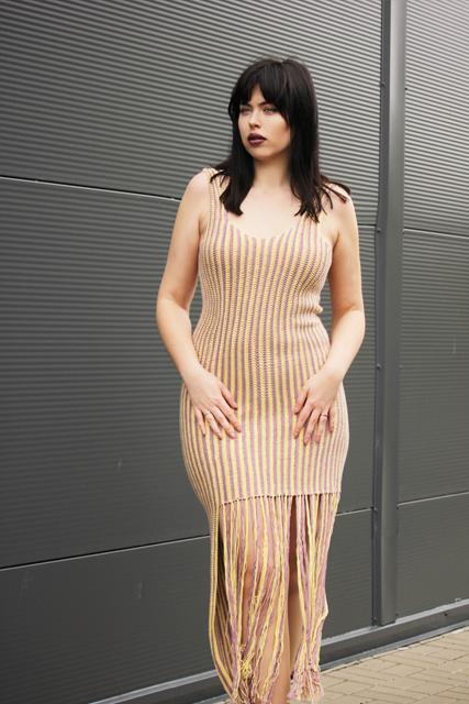 Długa suknia z frędzlami1