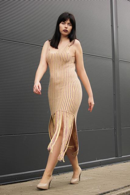 Długa suknia z frędzlami2