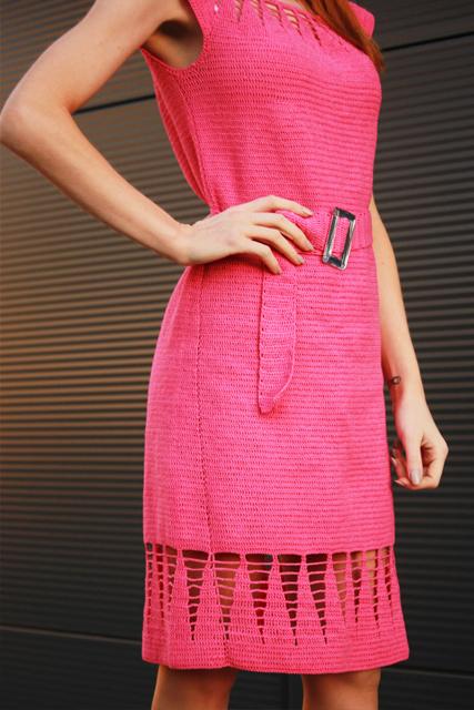 Różowa sukienka z paskiem2