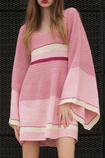 Sukienka szydełkowa mini z szerokimi rękawami4