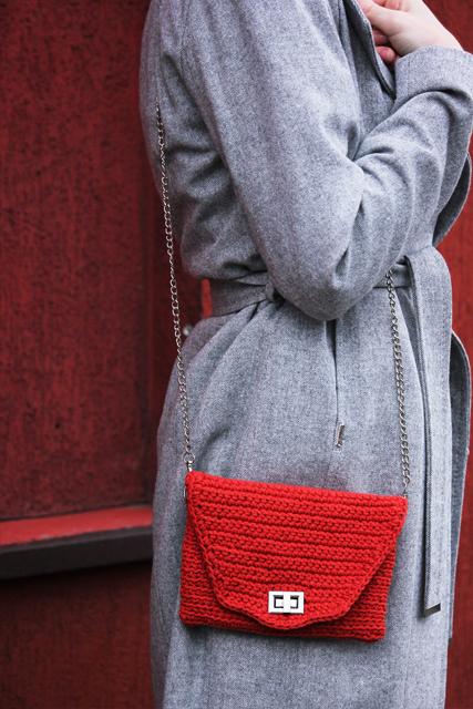 czerwona torebka z łańcuszkiem3