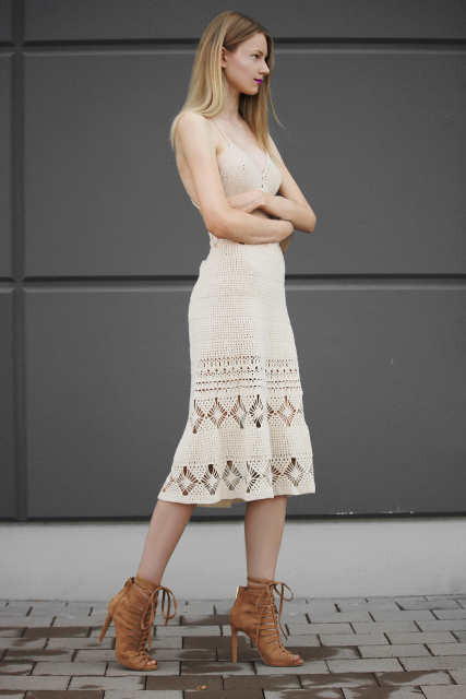sukienka ażurowa w beżu1