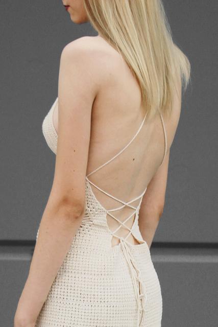 sukienka ażurowa z wiązanymi plecami2