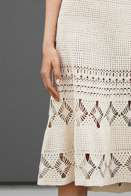 sukienka ażurowa z wiązanymi plecami3