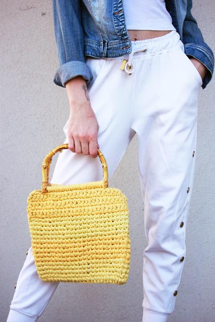 żółta torebka z pół okrągłymi rączkami1
